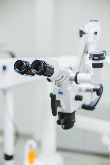 Mikroskop stomatologiczny - leczenie kanałowe zębów pod mikroskopem