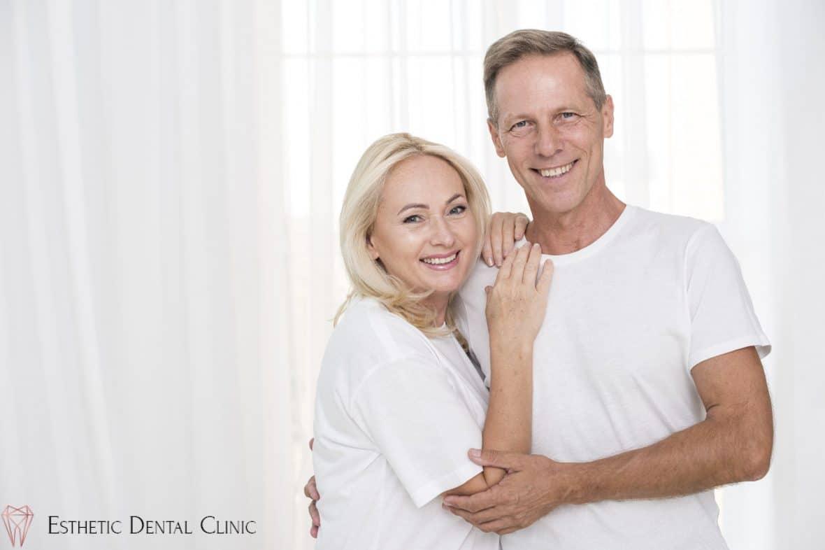 ruchome protezy zębowe należy zdejmować na noc zalecają dentyści z Torunia
