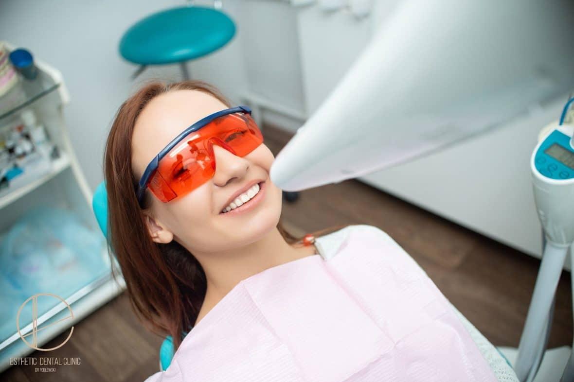 skuteczne wybielanie zębów w klinice stomatologii estetycznej Toruń