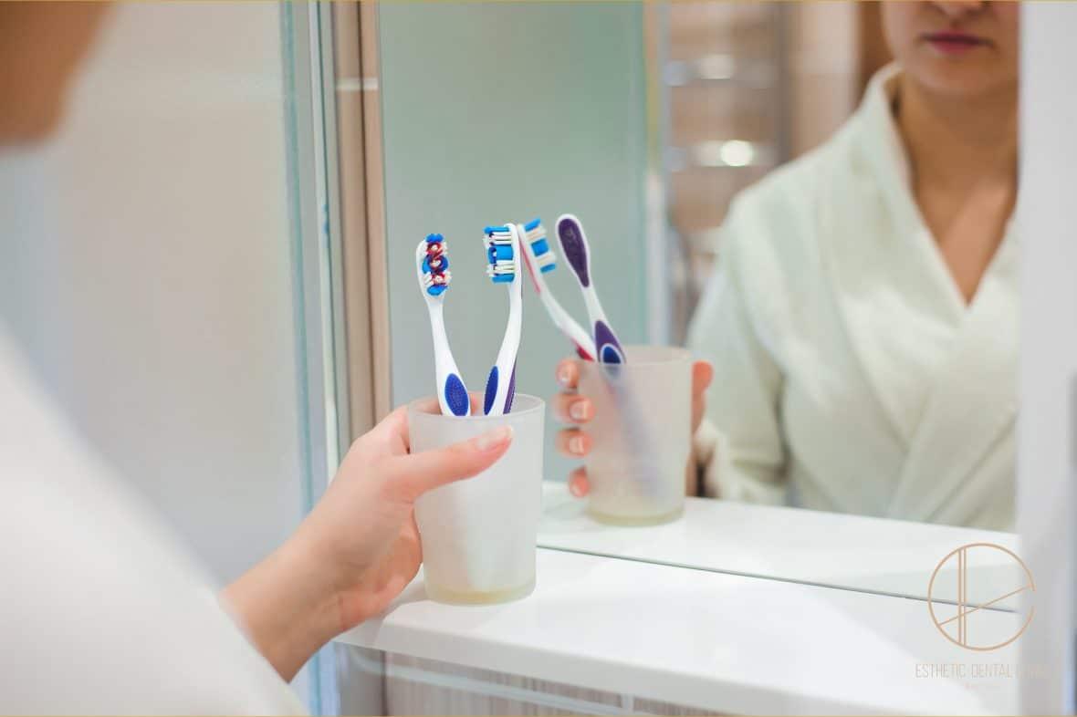 parodontoza może być przeciwwskazaniem dla zabiegu wszczepienia Implantów, najpierw musi być wyleczona
