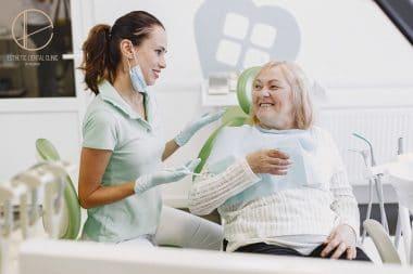 Fakty i mity o implantach - konsultacja z dentystą Toruń
